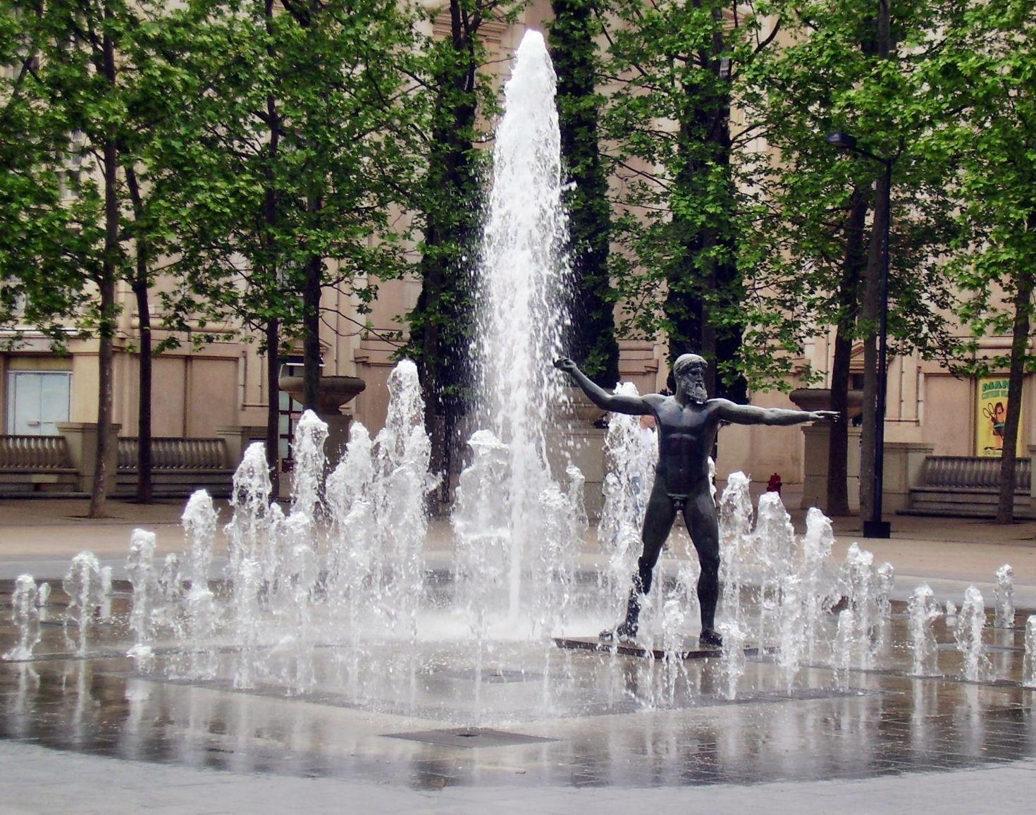 image montpellier antigone fontaine fontaine jet d 39 eau lieu de vie pinterest. Black Bedroom Furniture Sets. Home Design Ideas