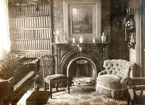 A Rare Look Inside A 19th Century Victorian Home I M Tempted To Light A Fire Then Just Sit And Enjo Victorian Homes Victorian House Interiors Victorian Rooms