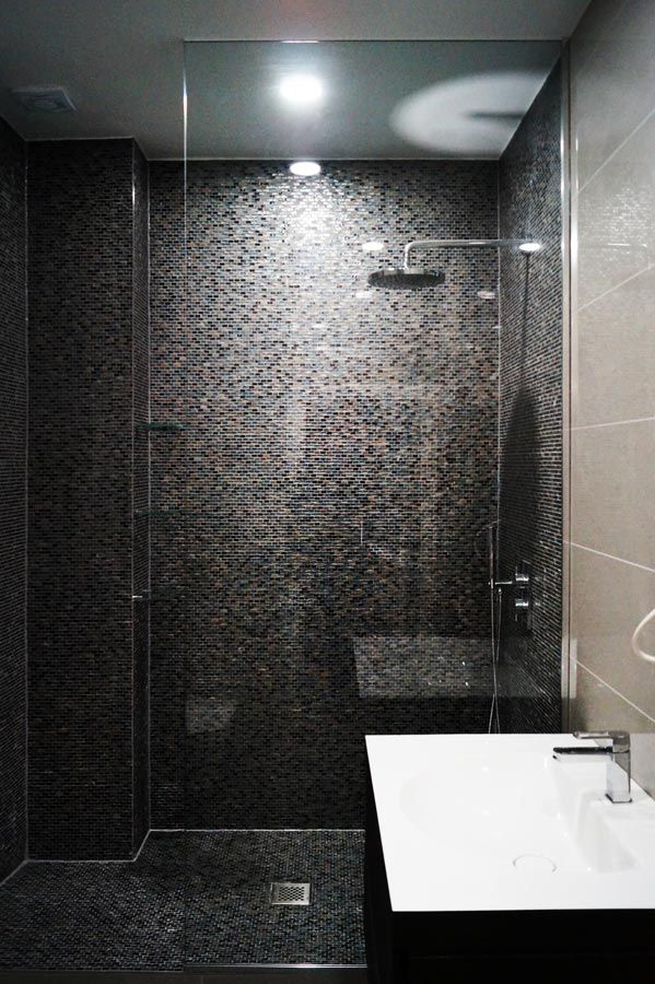 Stylish Glass Shower Screens As A Unique Design Solution In