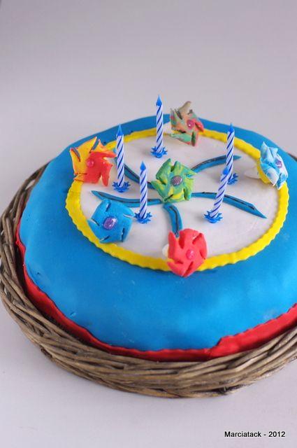 gâteau toupies beyblade en pâte à sucre | recette | toupie, pâtés