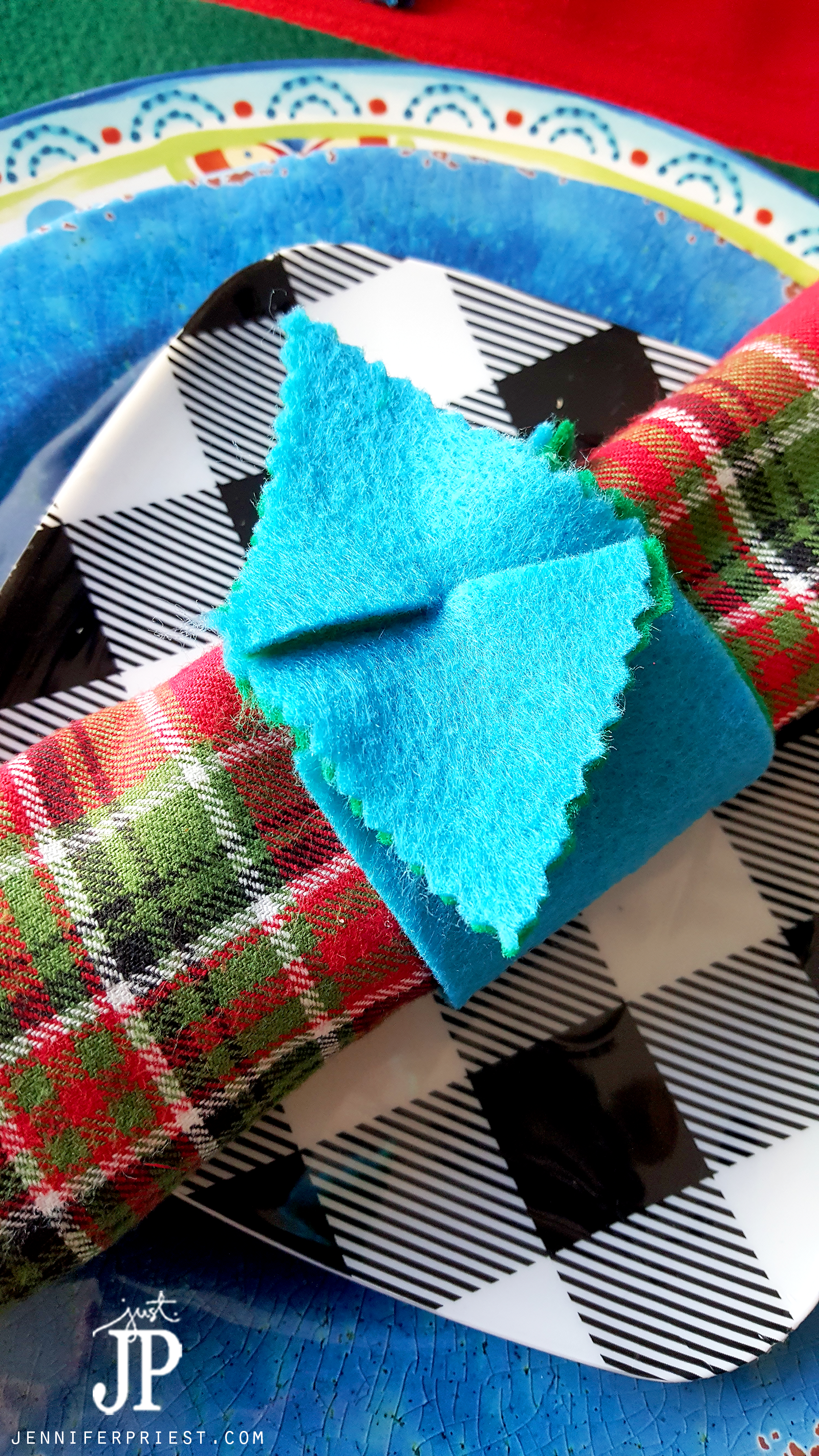 Felt Diy Placemats Coasters And Napkin Rings In Under 15 Minutes Craftlightning Holiday Edition Diy Placemats Felt Diy Crafts