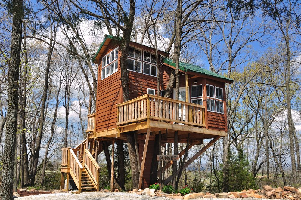 Sunset Tree House Reservation at Hermann Cottage. Book a