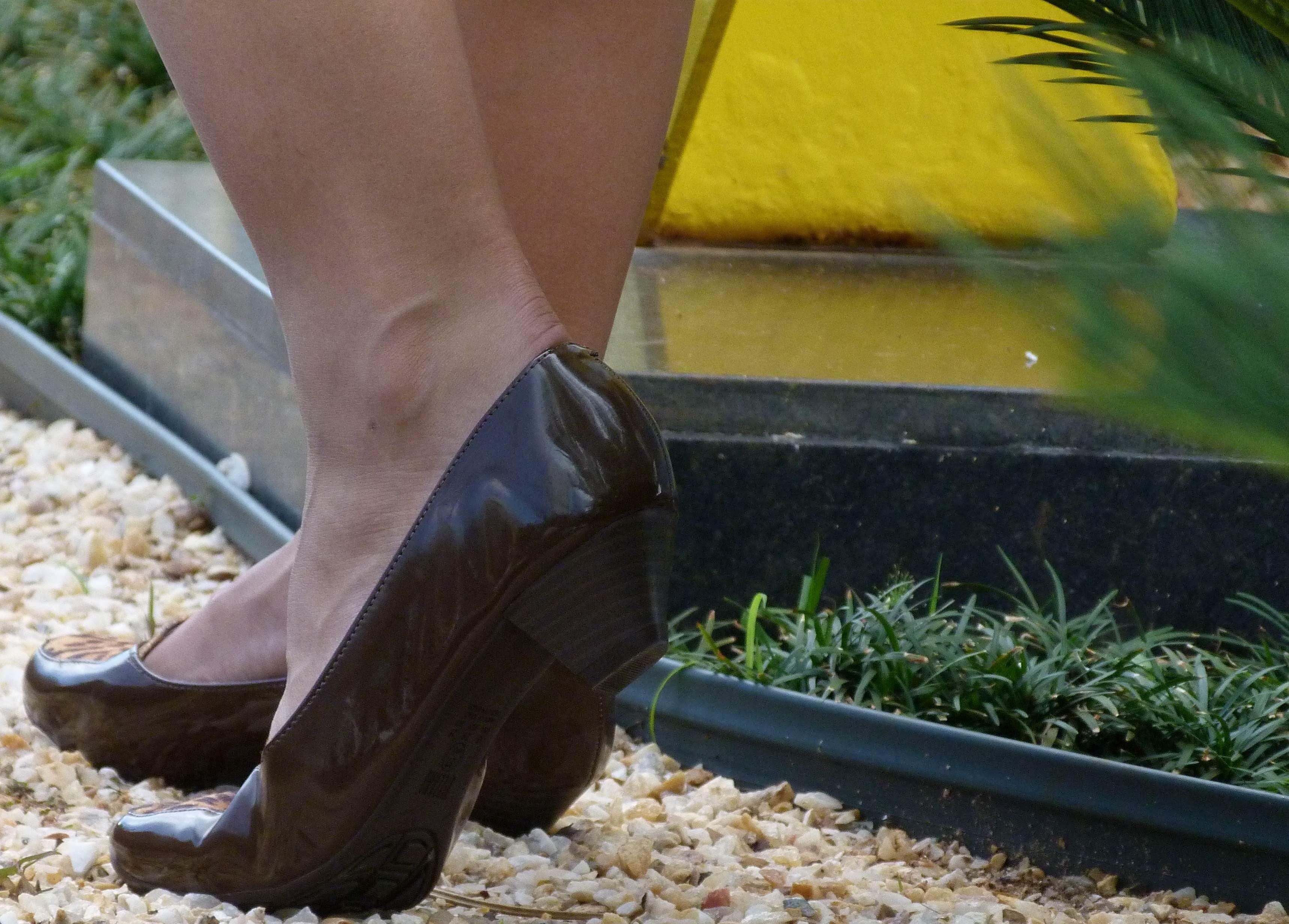 Confira a coleção Café menina: em uma das lojas Rival Calçados