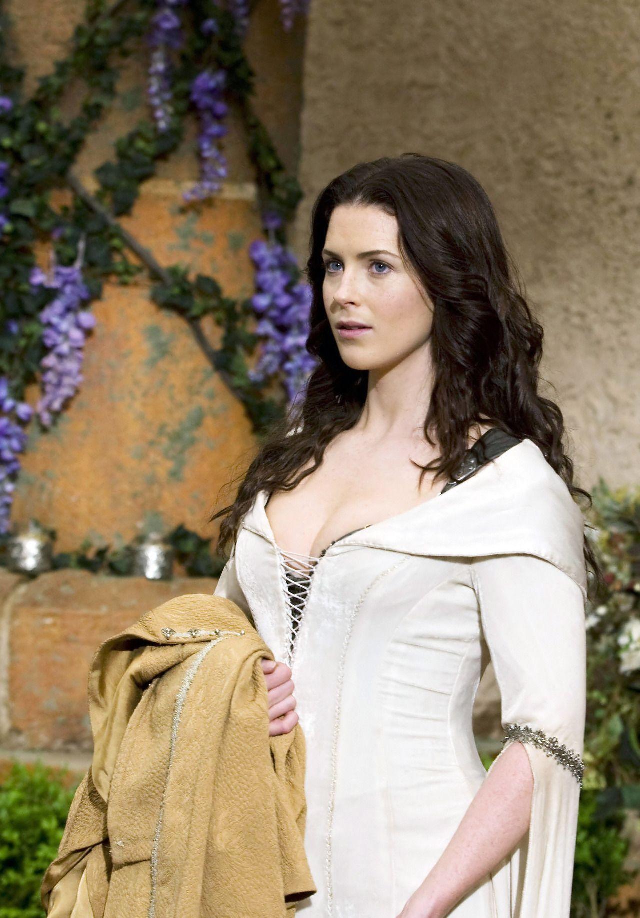Bridget Regan as Kahlan Amnell in Legend of the Seeker (TV ...