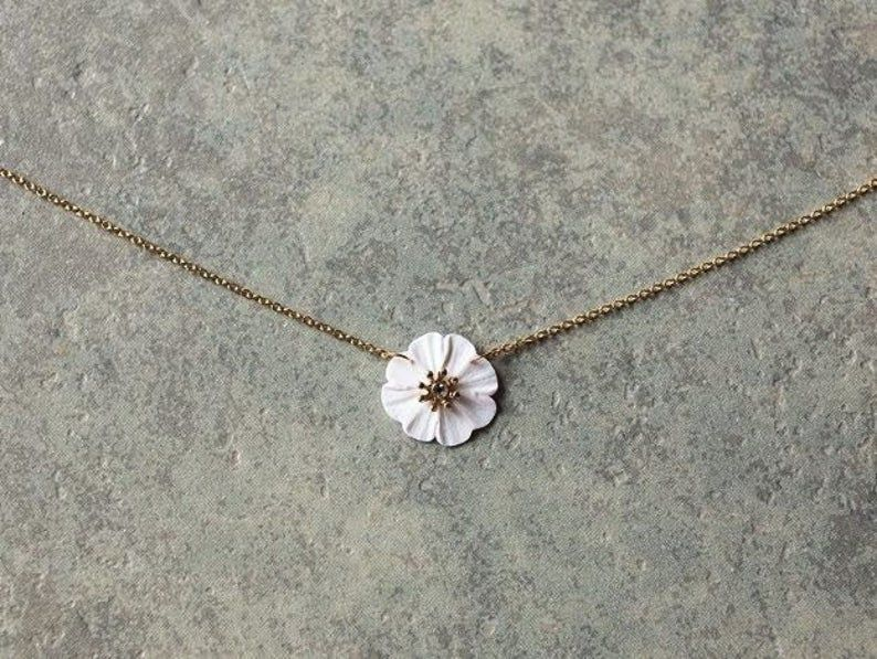 Photo of Dainty white flower necklace
