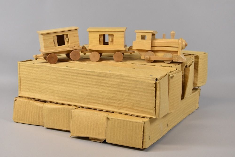 p9i64- 11x Karton mit Spielzeug Holz Eisenbahn, OVP