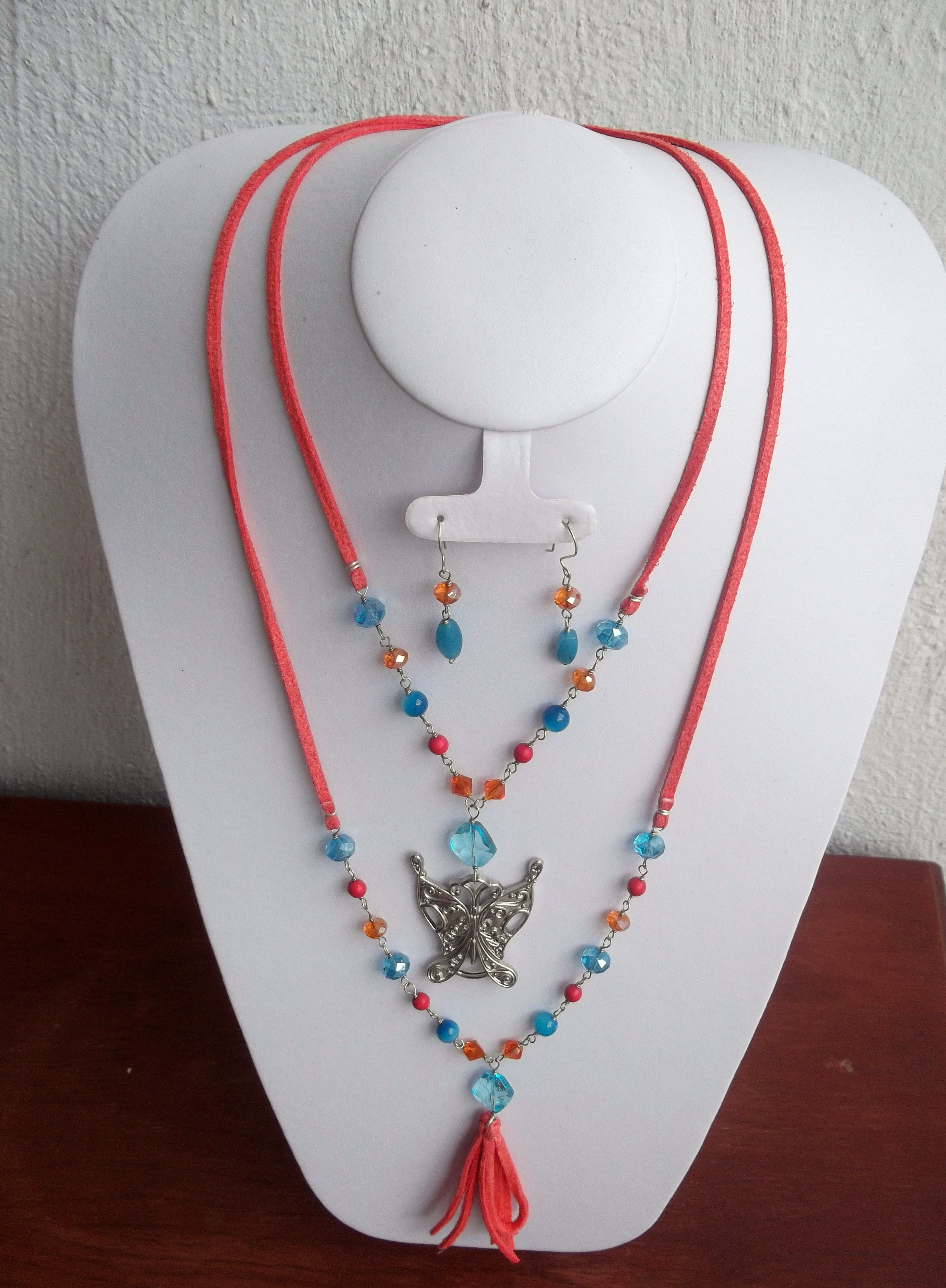 Collar Doble En Color Coral Y Azul, Con Dije De