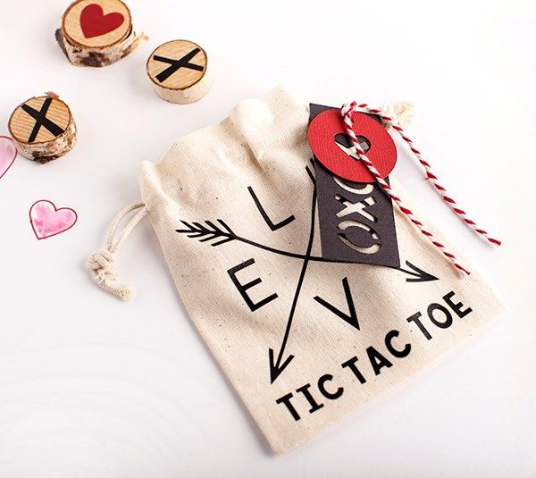 DIY Valentine\'s Day Tic Tac Toe game from Cricut Design Space ...