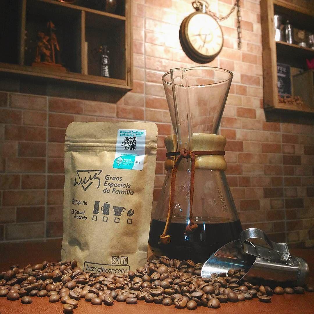 Está de folga no feriado?! Venha celebrar conosco o dia Nacional do Café!  Para comemorar nada melhor que beber um café coado. Você ainda ganha 50g de café para levar pra casa! Estaremos abertos a partir das 14h.   #luizcafeconceito #cafeteria #cafe #chemex #cafesespeciais #coffee #specialitycoffee #coffeebean #kopi #kohi #barista #coffeeshopoftheworld #thecoffeelifestyle #goiania #curtamais #feriado #instafood #obstacoffee #picoftheday #instapic #coffeegram #photography #hariov60…