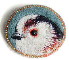 Broche brodée petit oiseau