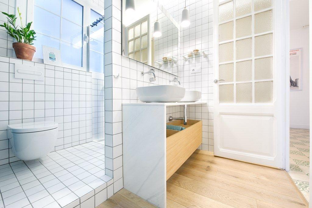 Ba o azulejo blanco buscar con google lavamanos for Azulejos blancos bano