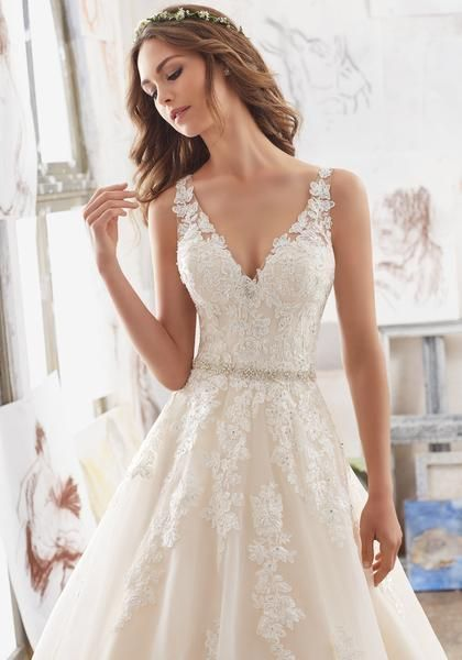 Blu by Morilee Martina 5510 A-Linie Brautkleid aus Spitze mit V-Ausschnitt – Wedding