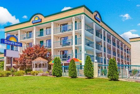 Welcome to Days Inn Kodak - Sevierville Interstate Smokey Mountains. We're a great place to stay and are pleased to be located just off I-40. Dollywood is just 15 miles away, and we're just 20 miles from Knoxville and some of East Tennessee's best points of interest.