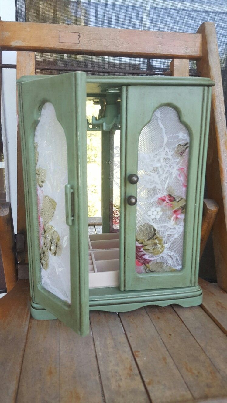 Antiqued green and lace jewelry box