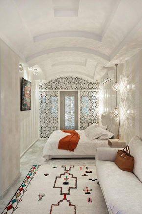 Chambre à coucher blanche - touche traditionnelle - Riad maroc ...