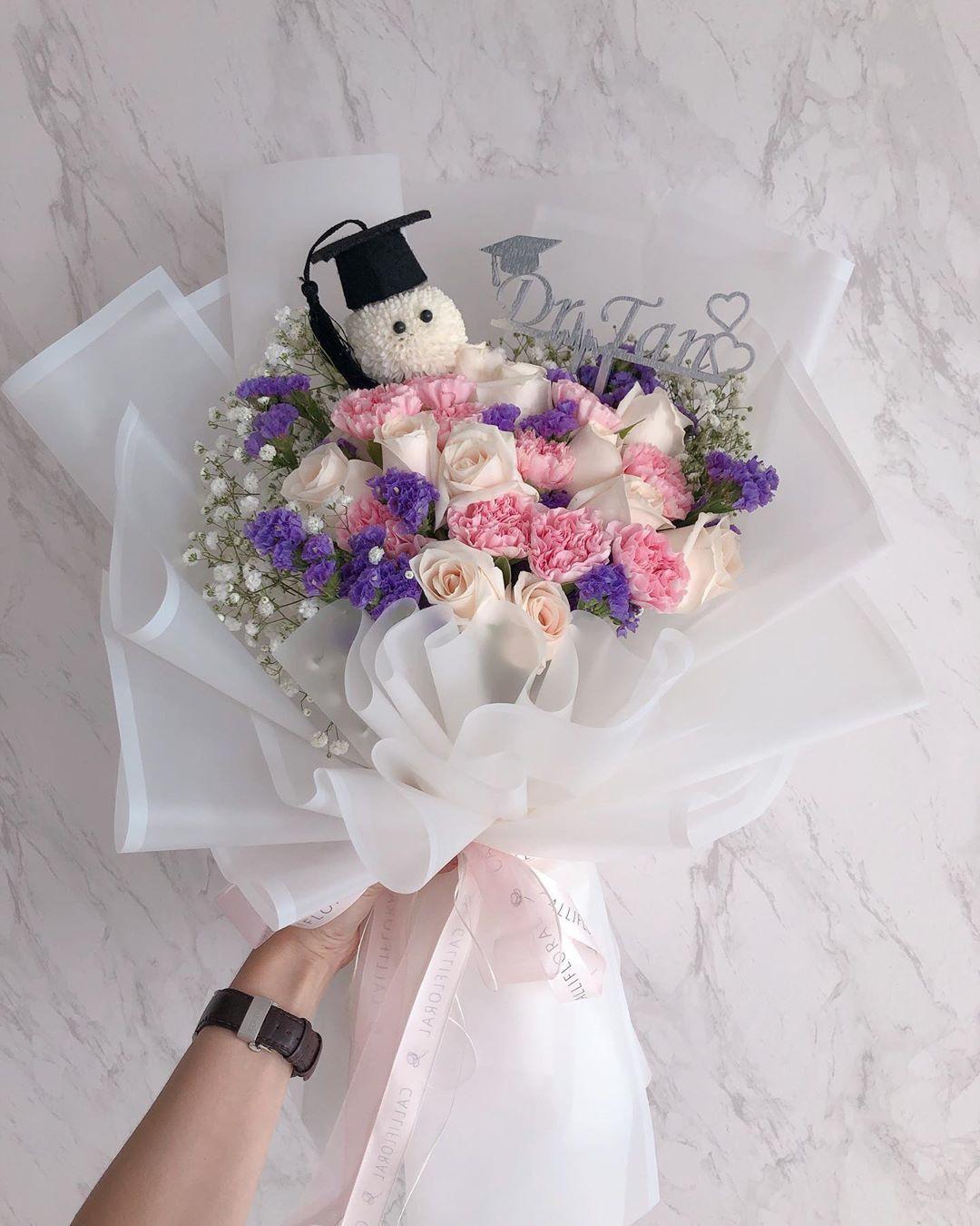 Graduation Bouquet With Personalised Topper Buket Kartu Bunga Rangkaian Bunga