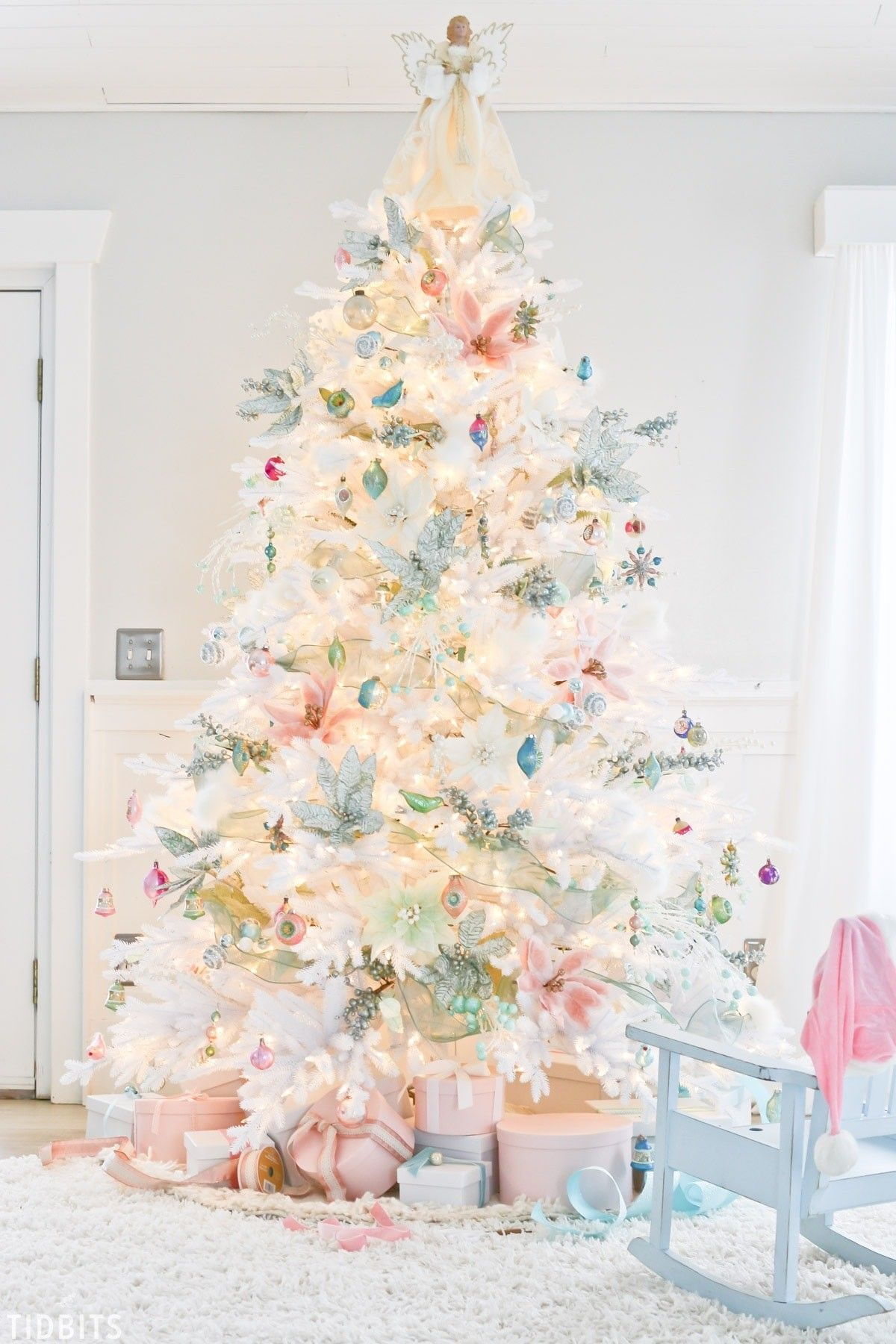 White Tree With Pastel Decorations White Christmas Trees Amazing Christmas Trees Christmas Tree Design
