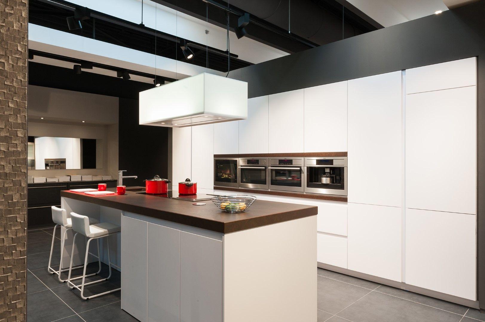 Moderne keuken - Realisaties - Keukens - Deba Meubelen | keuken ...