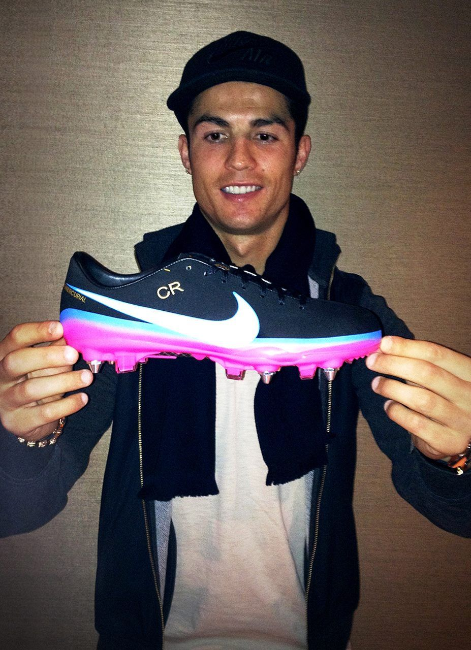 Cristiano Ronaldo with his customized SG Pro #Nike #Mercurial Vapors.