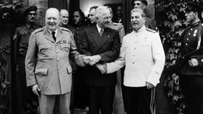 """the differing views between adolf hitler and joseph stalin during the period leading up to wwii Adolf hitler and other  """"any comparisons between hitler and  the ap was subjected to pressure from the nazi regime from the period of hitler's coming to."""