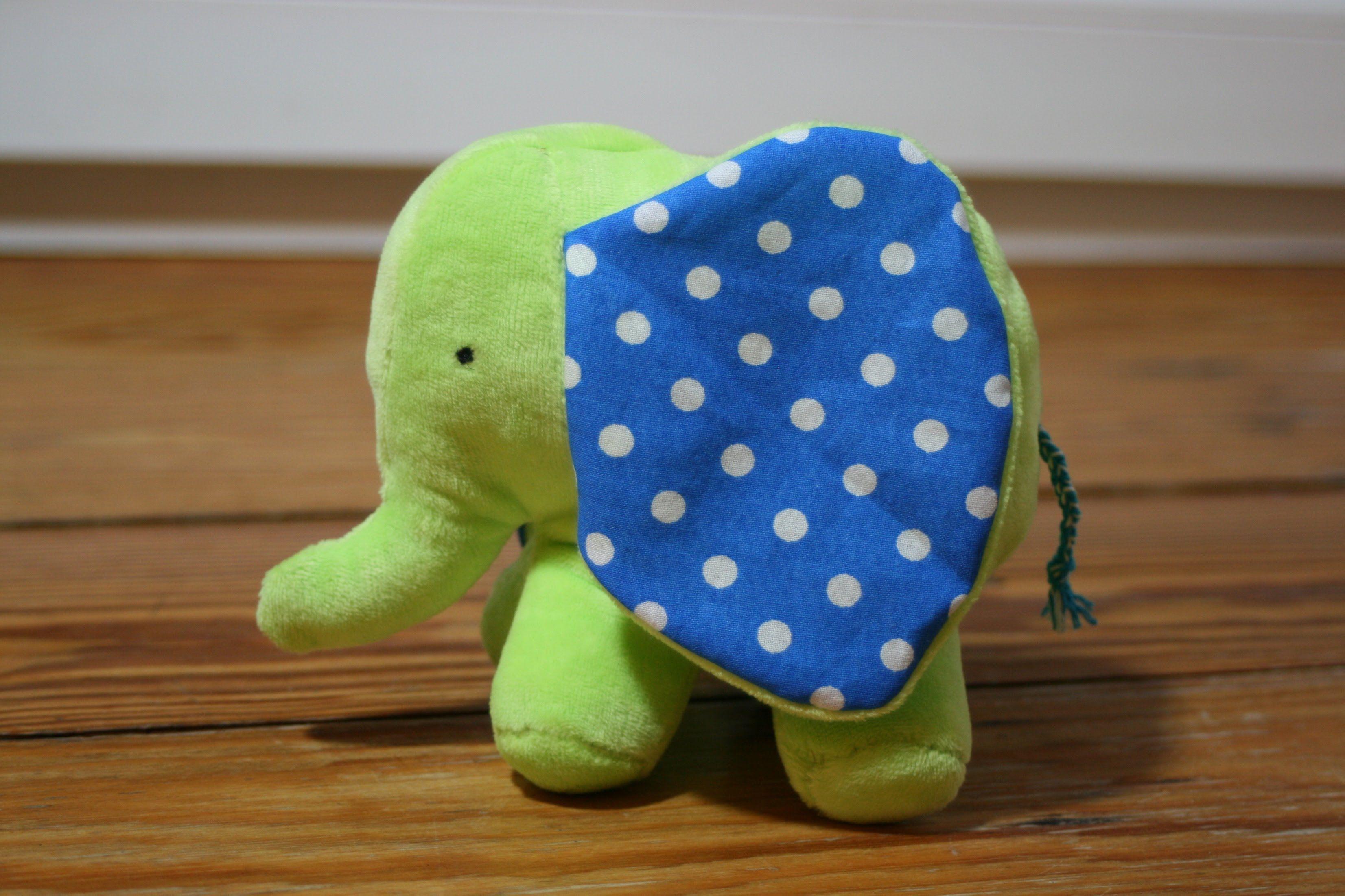 Möchtet Ihr auch so einen kleinen zauberhaften Elefanten nähen? Hier ...