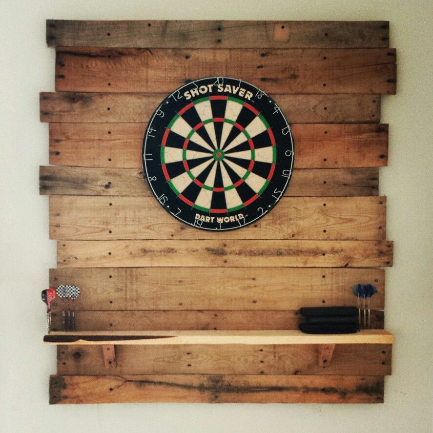 Diy pallet dartboard decor pinterest partykeller for Diy dartboard lighting