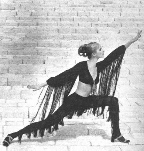 Photo by John Cowan for Vogue, 1969.