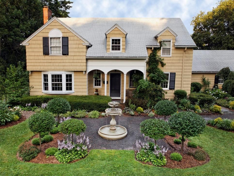 The Marriage Of Colorful Cottage Style Gardens With Formal Design