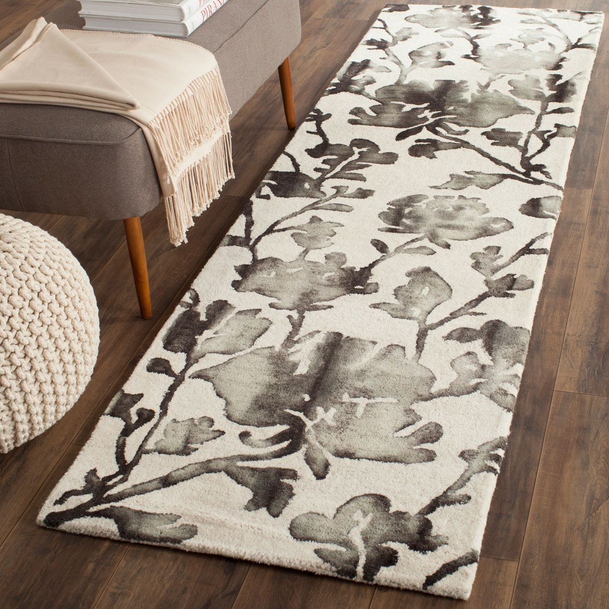 Dip Dye Collection DDY716D Color: Ivory / Charcoal - #safavieh #safaviehrugs #safaviehrunners #rugrunners #rugs #hallwayrugs #entrywayrugs #staircaserugs #staircasecarpets #entrywaycarpts #bedroomrugs #livingroomrugs #diningroomrugs #kitchenrugs #hallwaydecor #entrywaydecor #shoprugs #runnercarpets #bluerunnerrug #tauperunnerrug