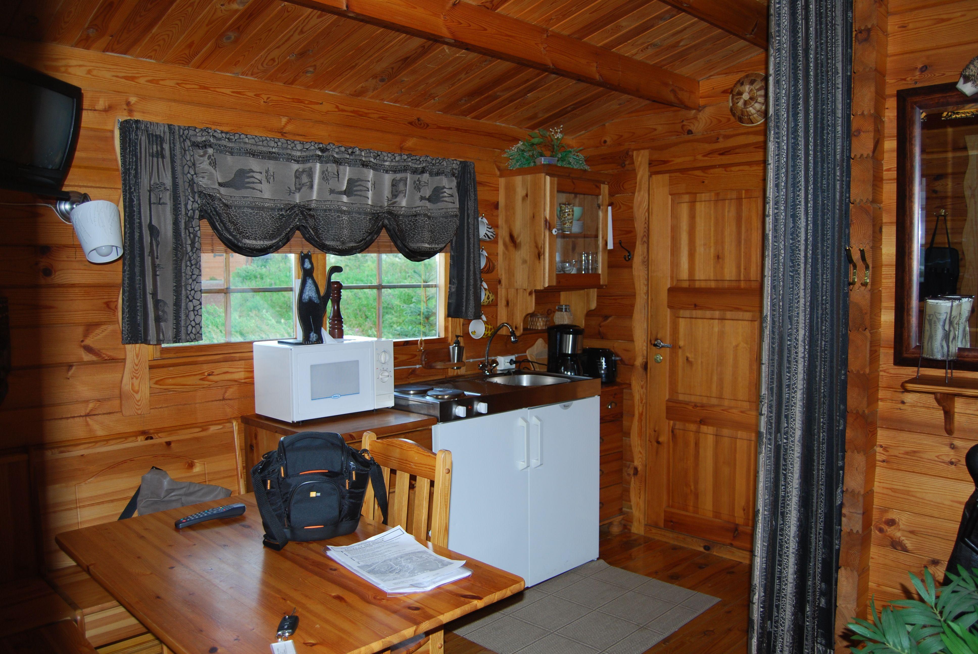 Caba as de madera peque as interior buscar con google for Modelos cabanas rusticas pequenas