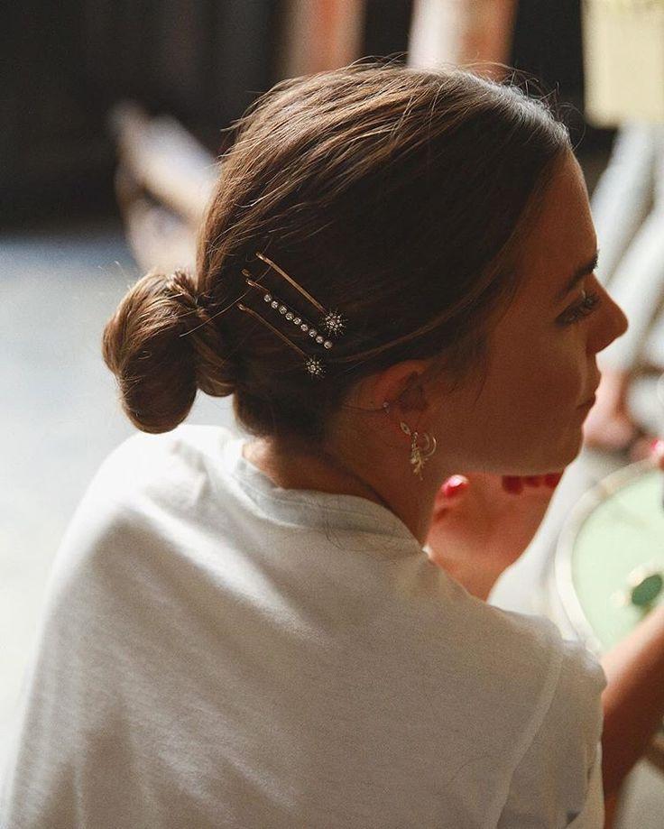 Blagdanske frizure poznate trendseterice već su počele nositi. Ukrasne kopče uljepšati će baš svaku od njih. #hairclips