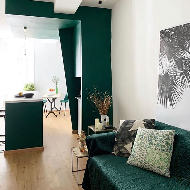 The future is Green 🌿 #flooring #floors #interiordesign #inspiration #decor #homesweethome #flooringidea #Homedecor #cocooning #wood #natural #lescaliervert #Gerflor It's a real pleasure to discover the splendid @regardsetmaisons renovation. Hobart, from the #RigidLock30 Collection, appeared to be the best choice to warm up the room and match perfectly with this Forest green 😍 Cheers up @regardsetmaisons!