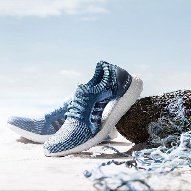 Puhtaampi meri kyllä kiitos! adidas x Parley UltraBOOST -kengät ovat valmistettu merestä kerätystä jätemuovista. Maltamme tuskin odottaa toukokuuta jolloin tossut tulevat myyntin. #adidasrunnersxelle #whyirunhelsinki  via ELLE FINLAND MAGAZINE OFFICIAL INSTAGRAM - Fashion Campaigns  Haute Couture  Advertising  Editorial Photography  Magazine Cover Designs  Supermodels  Runway Models