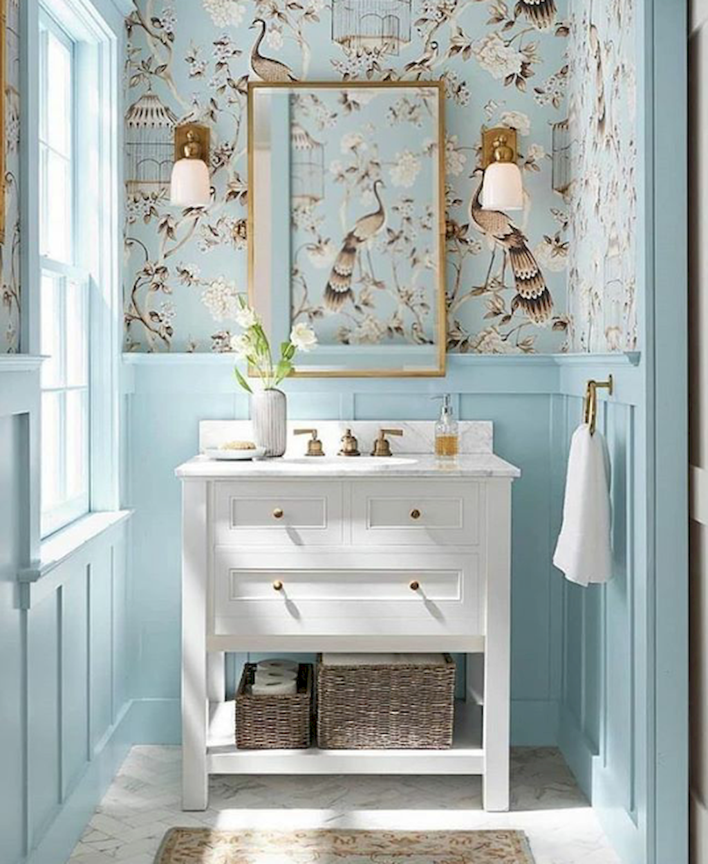 Carta Da Parati Bagno Bathroom Blue With Chinoiserie Wall Paper Gold Lampirror White Sink Baby Pastel