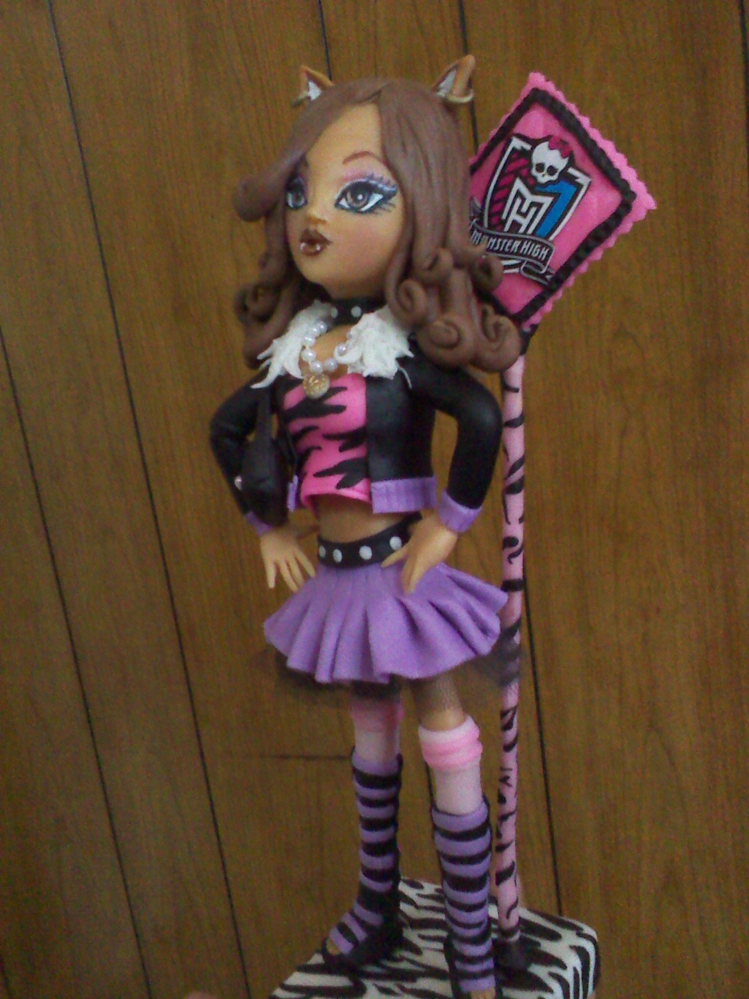 Monster High Clawdeen Wol realizado en porcelana fria