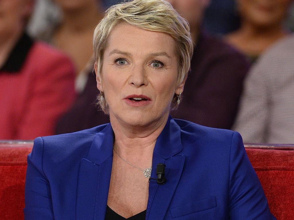 Elise Lucet payée 12.000 euros par mois sur France 2 ? No