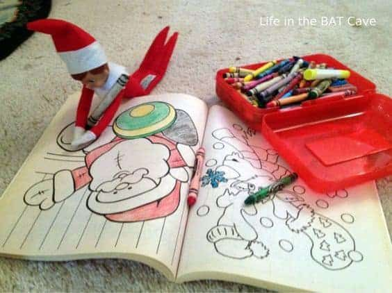 Elf on the Shelf: The BEST Photos and Last Minute Ideas #easyelfontheshelfideaslastminute