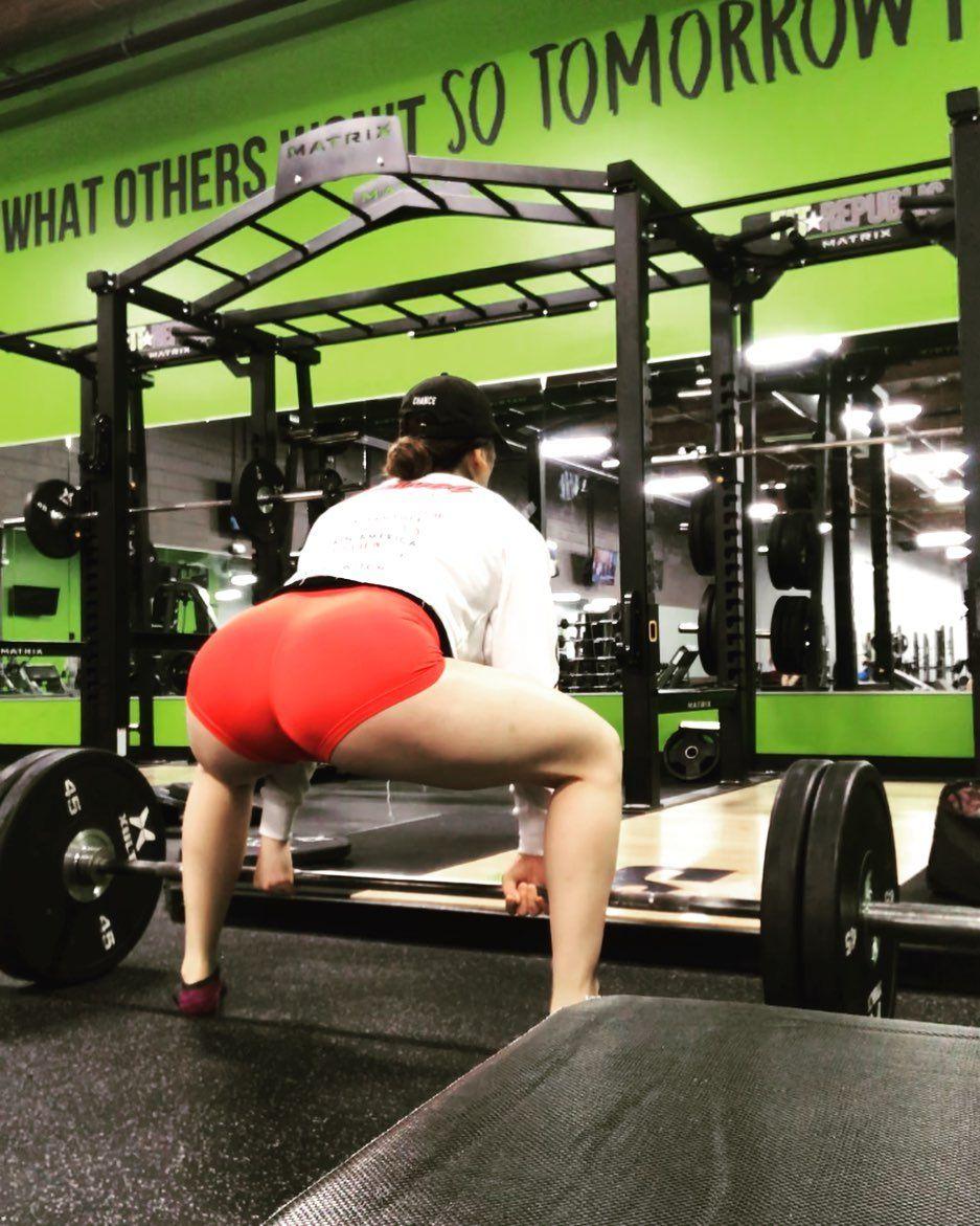 Photo of 225 x 8 back pain free ! No belt or chalk.  #fitness #progress #justdoit #deadli…