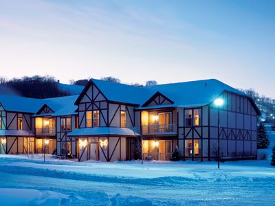 Boyne Mountain Run The Resort We Are Staying At The Houses Are So Gorgeous In The Winter Can T Wait To Snuggle Up By T Bluegreen Resorts Bluegreen Vacations Fall Vacations