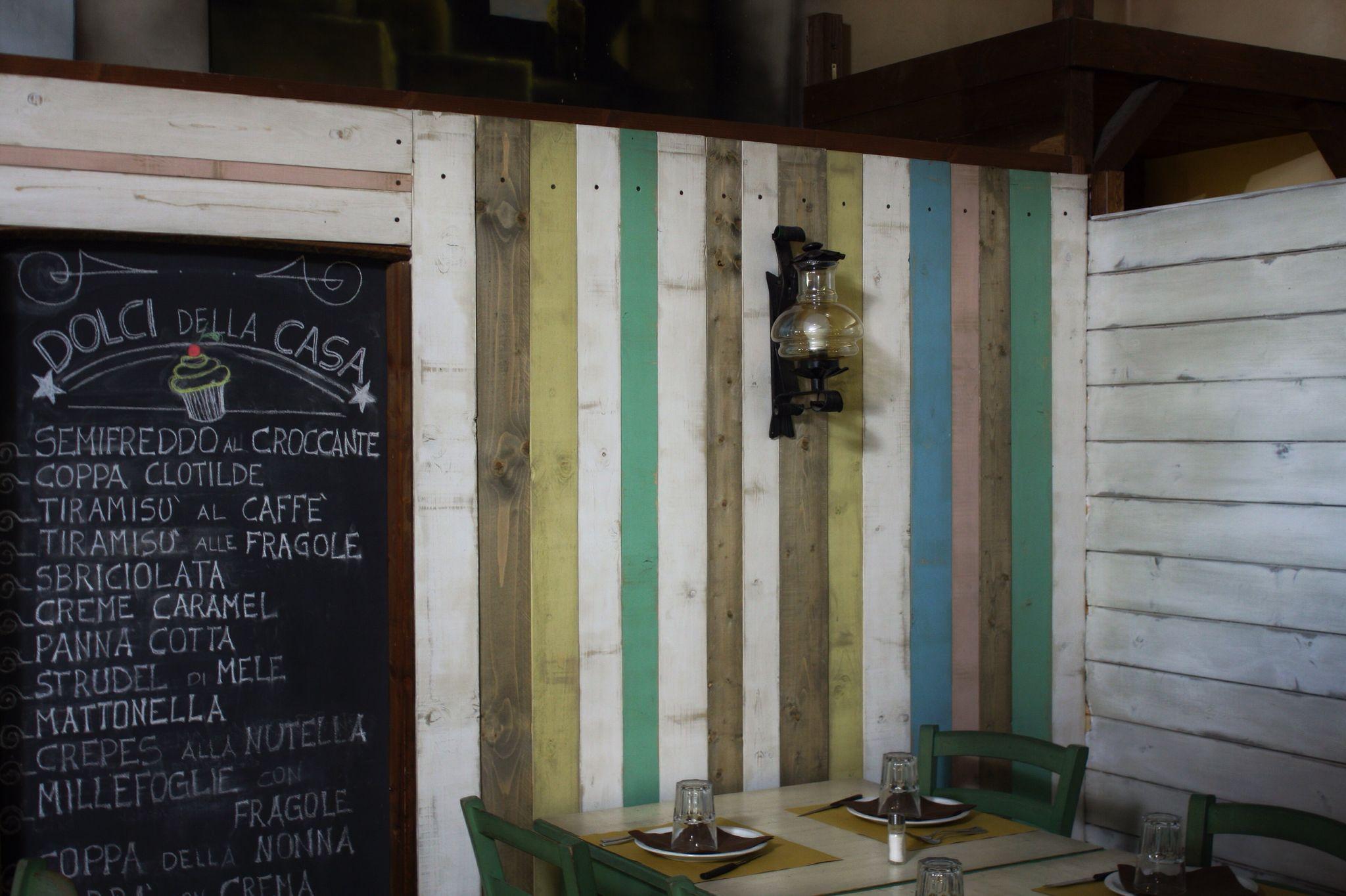 Arredamento osteria ~ Arredamento ristorante questa parete ė stata realizzata con legno