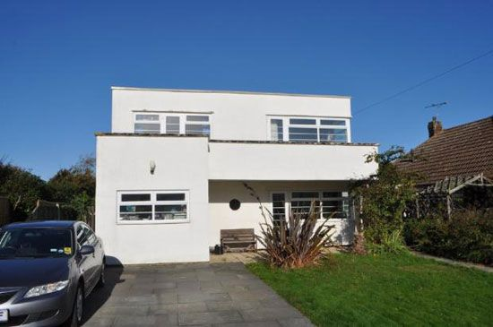 Three bedroom  art deco property in frinton on sea essex also the market rh pinterest