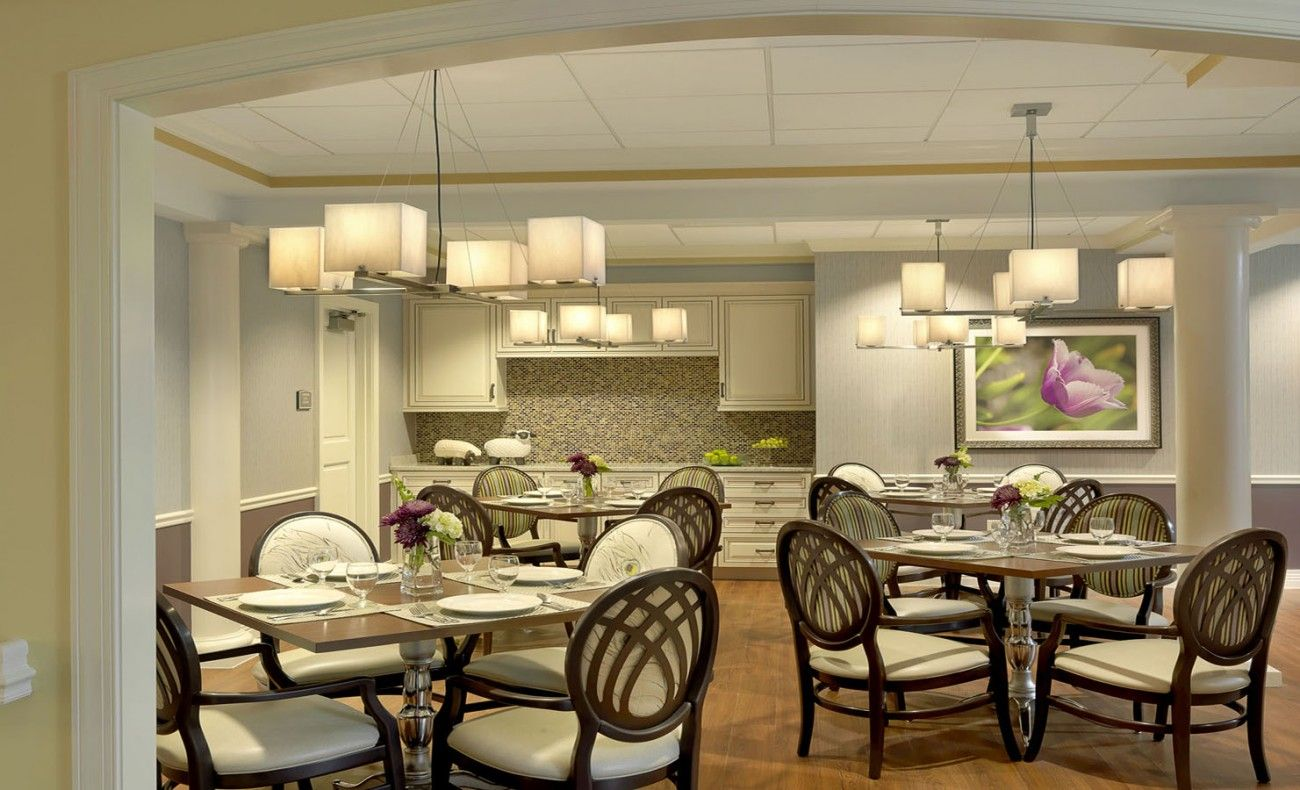 Rolling green village senior living facility mcmillan for Living and dining room design