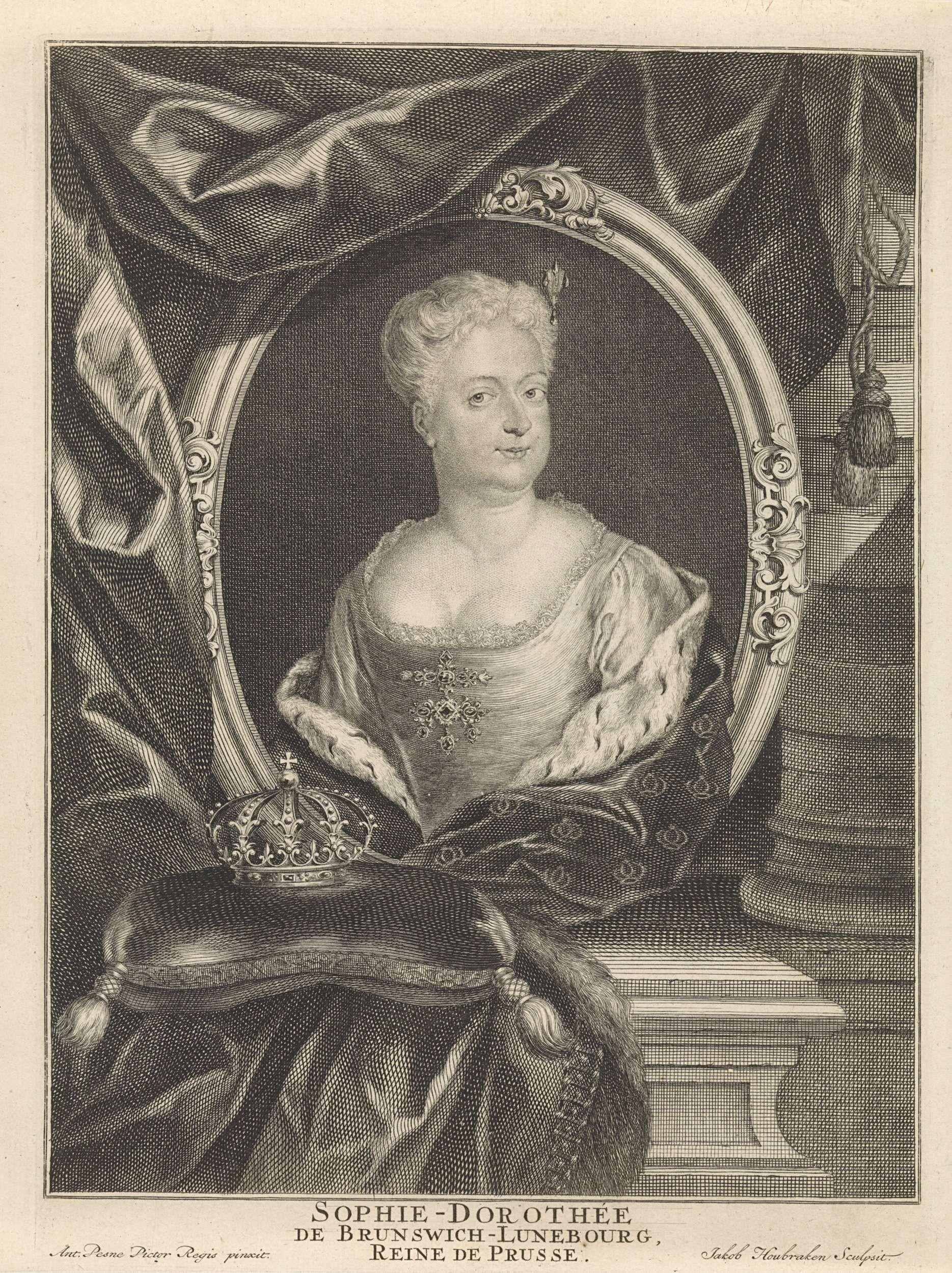 Jacob Houbraken   Portret van Sophia Dorothea van Hannover, Jacob Houbraken, 1713 - 1740   Portret van de Pruisische koningin-gemalin Sophia Dorothea van Hannover, in een ovaal medaillon dat rust op een piëdestal waarop een kussen met een kroon.