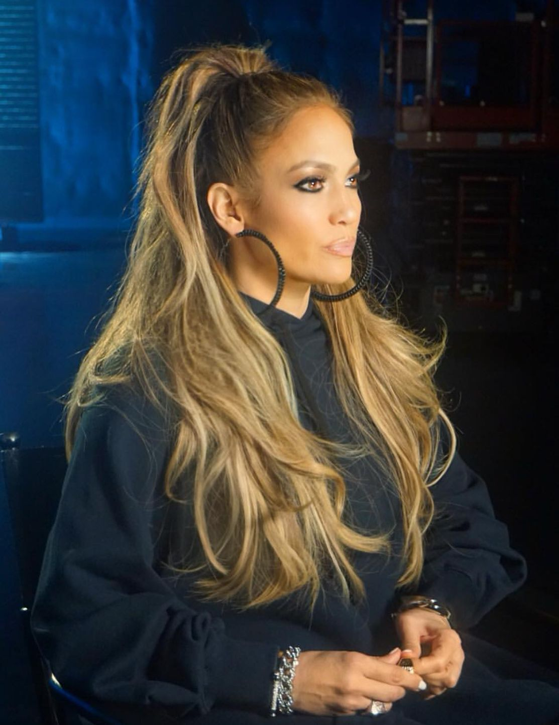 Jennifer Lopez Long Hair Style And Hoop Earrings Hair Styles Jlo Hair Long Hair Styles