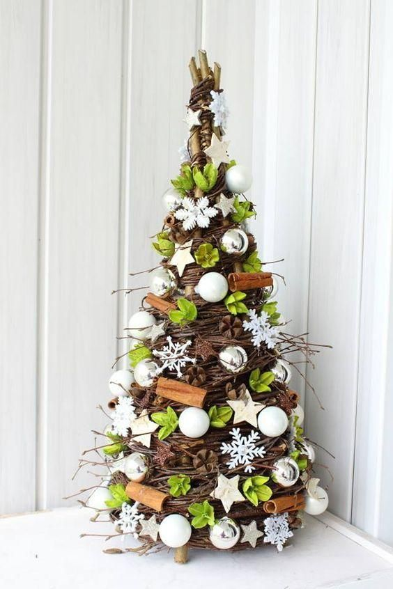 Niezwykle Choinki Wykonane Z Wikliny Ktore Zachwycaja Diy Christmas Tree Christmas Arrangements Christmas Decor Diy