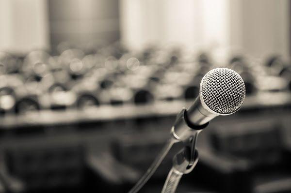 Hablar en público  con seguridad, confianza y determinación es una habilidad de gran utilidad en el mundo empresarial