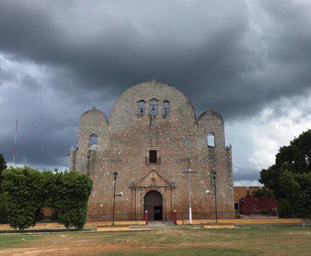 "jeronimo aguilar on Twitter: ""La lluvia anunciando su llegada. #Conkal #Yucatan https://t.co/BZZ8cNr964"""