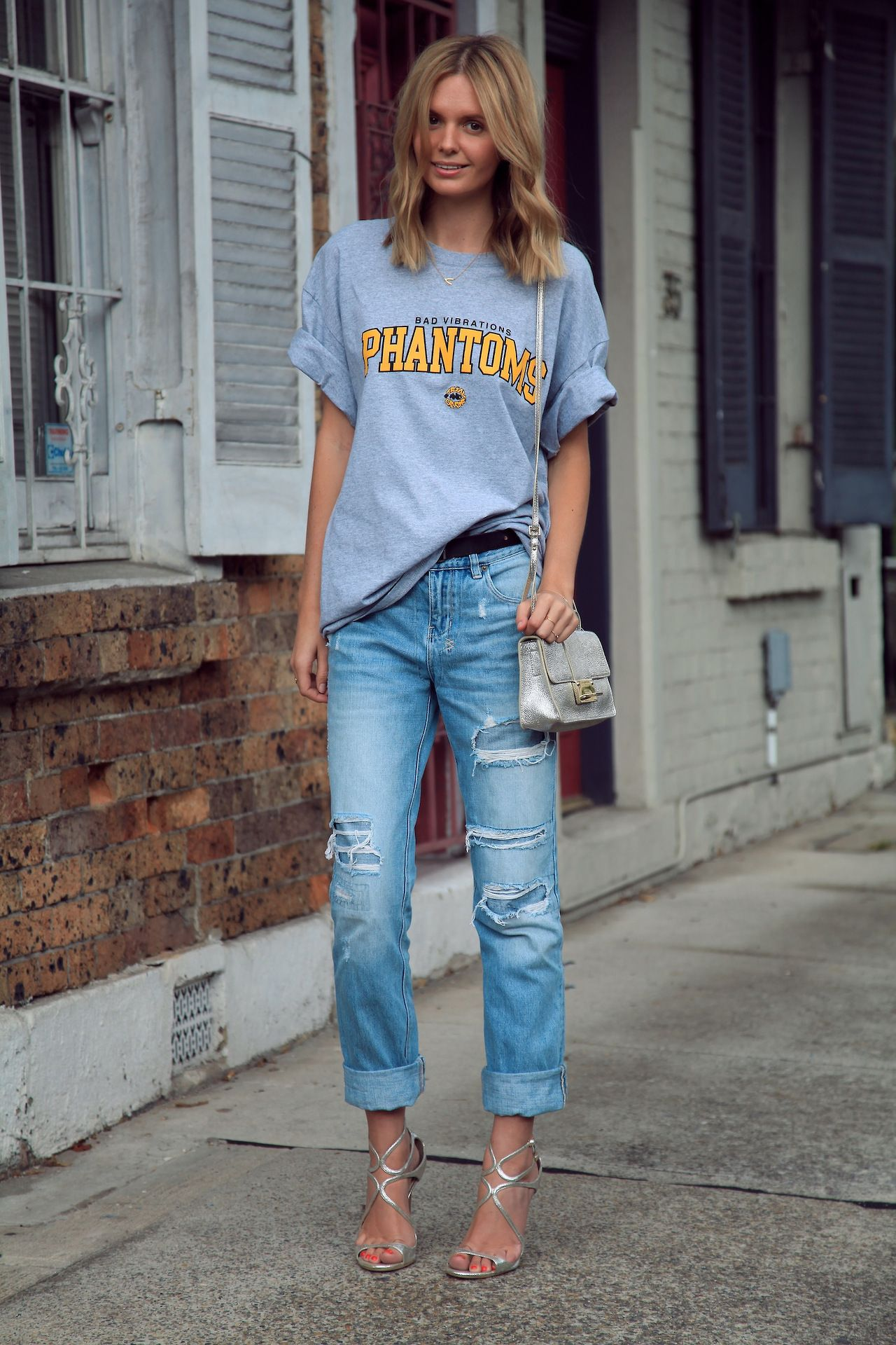 oversized tee, distressed jeans and heels. From celebinspire.tumblr.com  WANT THOSE JEANS!! LOVE EM!! adb9d9f12a