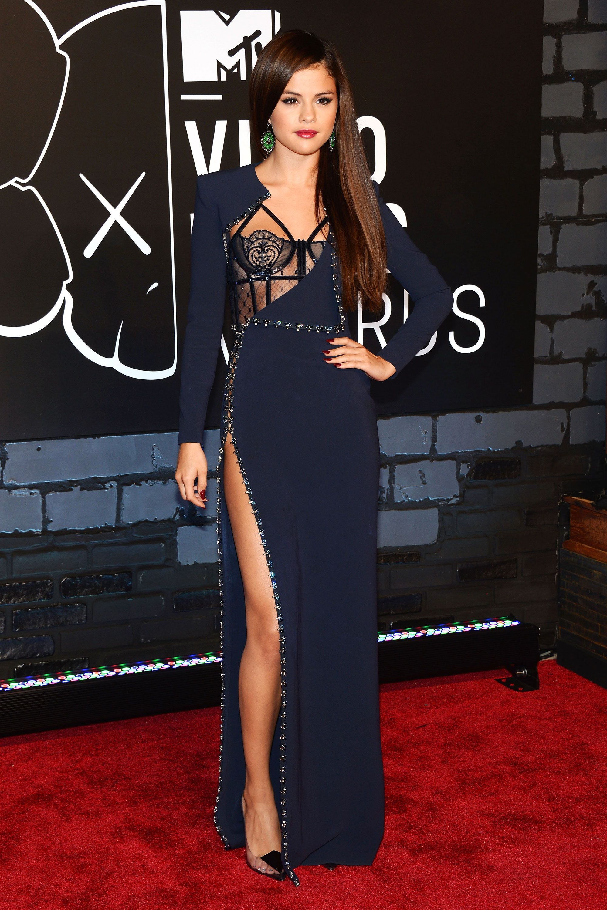 Selena Gomez wearing Atelier Versace at the MTV Music Awards in 2013. 4ac47c440492