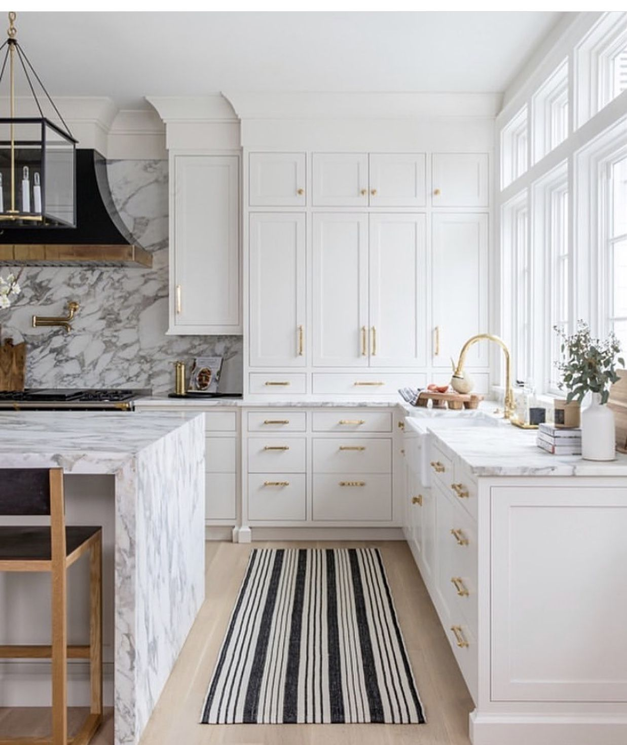 Attractive Interiors Home Staging: Pin By Venu Bhakhri On Kitchen In 2020